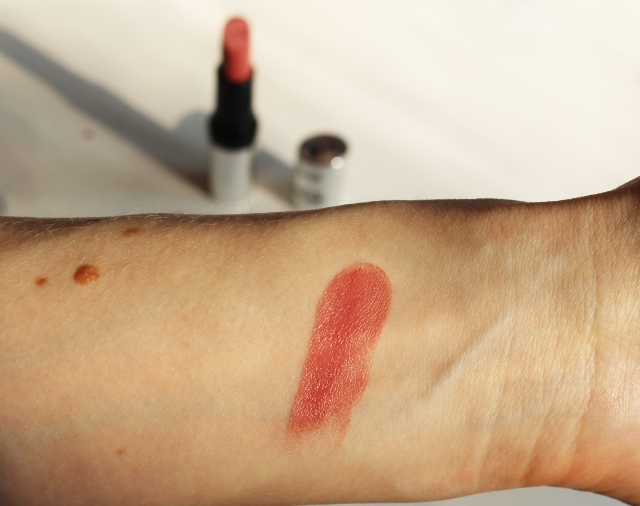 P2 pure color lipstick brooklyn bridge swatch -4