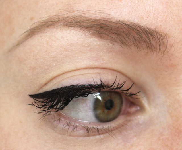 Essence eyeliner pen extra longlasting
